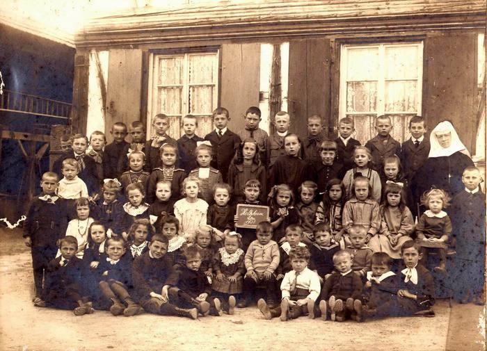 Ecole_1923_classe_de_soeur_Martina