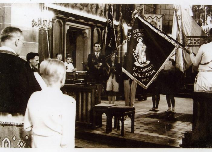 1947_Cercle_St_Laurent_b__n__diction_du_drapeau