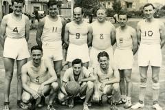 1958_Vogesia_basket_seniors_Arthur_x__Mebs_R_Meikuchel_r_Sch